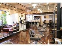 ★西明石の【ちょっと大人の美容室】アンティークな雰囲気で男性のお客様でも入りやすいお店です。