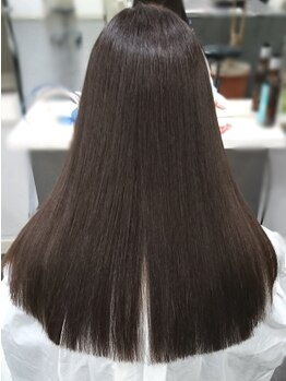 ヘアーデザインガーデニア(hair design Gardenia)の写真/【赤羽5分】触りたくなる艶髪!7種類の薬剤とphコントロールによる調合で、極上のストレートに!