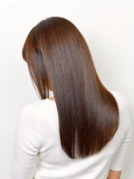 コム(com by neolive)の写真/【カット+根元縮毛矯正+クイックハホニコTR¥13200】自然にまとまる柔らかストレートに♪髪質改善も取扱あり