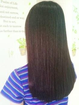 美容室 フリゼ(frise)の写真/人気の縮毛矯正はダメージを最小限に抑えて、クセやうねりの髪質を改善!潤いを残し若々しいサラ艶髪に♪
