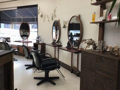 マジックミラー美容室の写真