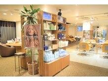 ヘアーアンドメイク ソファー 泉中央店(hair&make Sofa)の雰囲気(ビューティ・コーディネーター&レセプションが笑顔でお出迎え。)