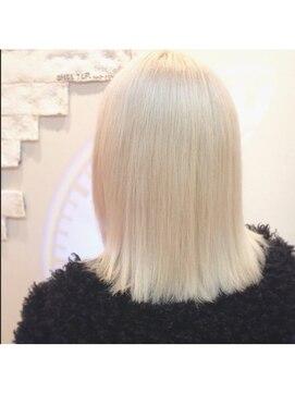 シェルターヘアールーム(SHELTER hair room)外国人風ホワイトカラー