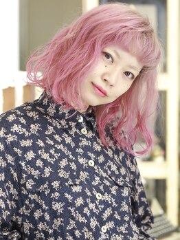 キミ(kimi)の写真/ヌケ感をプラスし外国人のようなくせ毛を表現!ダメージレスにこだわった薬剤でカラーとの同時施術もOK★