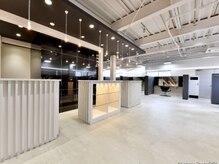セロ 東辻井店(SERO)の雰囲気(天井が高いフロア。プラベート感と開放感が同居した空間。)