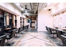 メンズヘア パーカット 名古屋栄店(MEN'S HAIR PERCUT)の雰囲気(広くて清潔感のあるフロア)