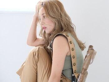 レイ ビューティー 豊田丸山店(RAY + Beauty)の写真/「小顔カラー」もおまかせ♪髪にやさしい施術で、専任カラーリストが最適なカラーリングをご提案します。