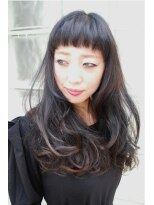 モードテイストなブルーブラックヘア