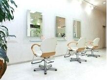 クレメンティアヘアー(Clementia hair)の雰囲気(白を基調とした店内は、つい「ほっ」と落ち着けてしまいます。)