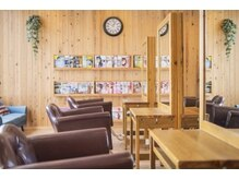 ブランコ 丸亀土器店(blanco)の雰囲気(杉や古材を使った温かみのある店内♪)