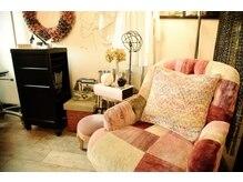 アジュール ヘアデザイン(Aju r hair design)の雰囲気(椅子はすべてヴィンテージ家具のHaloを使用してます♪)