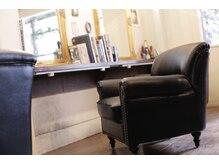 アングレカム(Angraecum)の雰囲気(長時間座っても疲れないように一人掛けソファーを用意してます。)