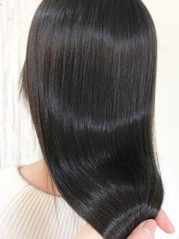 エフィールリアモ(afeel riamo)の写真/【河原町駅すぐ】一人一人の髪質を見極め薬剤を選定◎柔らかくしなやかな質感のストレートヘアを叶えます!