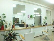 ヘアコレクション(HAIR COLLECTION)の雰囲気(白を基調とした店内です☆)