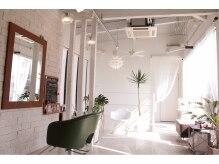 バース ヘアデザイン(Birth hair design)の雰囲気(明るい光の降り注ぐ、カフェのような店内だから居心地は抜 群♪)