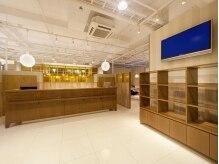 カイノ 光明池店(KAINO)の雰囲気(ナチュラルなウッド調のエントランスでお客様をお出迎え)