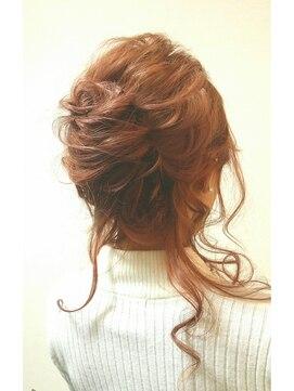 夜会巻きヘアアレンジ結婚式髪型 ルーズ夜会風アップ