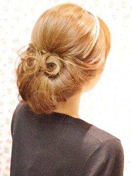 結婚式の髪型(ヘアアレンジ)  カジュアルワンロールアップ