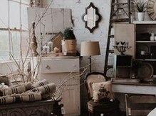 ロアールメイ(LOAOL mei)の雰囲気(ドライフラワーやアンティーク家具こだわりの装飾で癒しの空間に)