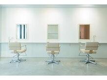 エフィールリアモ(afeel riamo)の雰囲気(白を基調とした店内はお客様からも人気の空間です!)