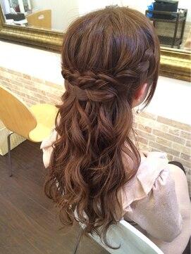編み込みハーフアップアレンジ(結婚式の髪型) 編み込みハーフ