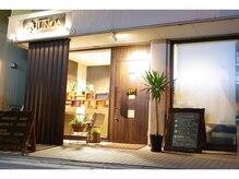 落ち着いたインテリアの店内と上質な癒しの空間。安心の価格でお客様をおもてなしします。