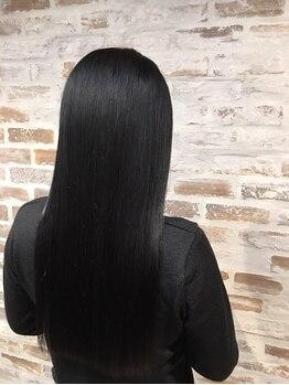 ハニー バンチ(HONEY BUNCH)の写真/自然な仕上がりのふんわりストレート!高いアイロン技術と髪に優しい薬剤が自慢!モチの良さにも定評アリ☆