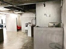 タグ(#tag / 92co.)の雰囲気(全面コンクリート調のシンプルで上質で洗練された店内。)
