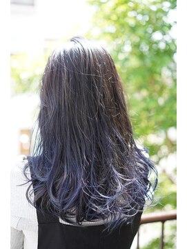 フェリーク ヘアサロン(Feerique hair salon)インクブルーがアクセントの、スモーキーグレージュ