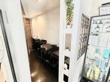 アトリエメルシー 代々木(atelier merci)の雰囲気(半個室シャンプー台で施術が受けられます[代々木/新宿/髪質改善])