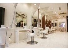 アース 行徳店(HAIR&MAKE EARTH)の雰囲気(大型店ならではの広々した空間。ゆっくりお過ごし下さい。)