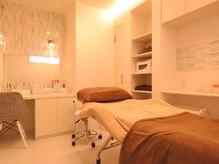 ヘアー エステティック サロン オハナ(Hair Aesthetic Salon OHANA)の雰囲気(こちらでマツエクと美肌フェイスケアの施術を行っています。)
