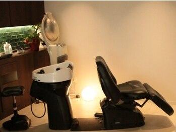 美容室 エリ(eli)の写真/【黒川】スパニスト在籍☆フルフラットの包まれるようなシャンプー台で、極上のヘッドスパタイムを…