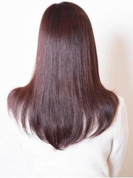 ヘアー ユニバース(HAIR UИIVERS)の写真/クセとダメ―ジを同時に改善。髪を傷めない施術で艶感もUP◎髪本来の美しいツヤ×扱いやすい髪が叶います♪