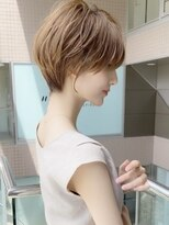 大人可愛い前髪ありのひし形耳掛けショートボブ 20代30代40代