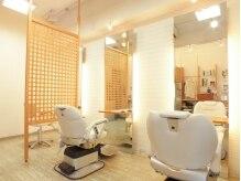ペップ ヘアー(PEP hair)の雰囲気(白を基調に清潔感のある落ち着いた空間です)