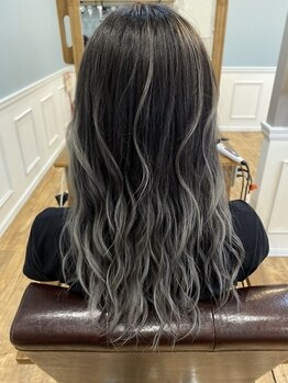 ビューティースペースラルジュヘアー(Beauty Space Large hair)の写真/アディクシーカラーで憧れの外国人風のデザインカラーをご提案◎話題沸騰のイルミナカラーも大人気!