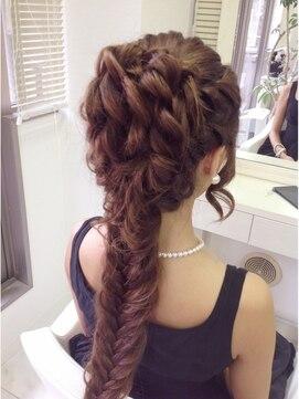 ディズニープリンセスヘアアレンジ(アナと雪の女王エルサの髪型)プリンセス風ルーズアップ