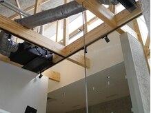 クレヘアー(CLE' HAIR)の雰囲気(天井の高い吹き抜けの心地いい空間です。)
