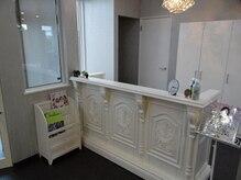 美容室ヘア マックス 芦野店の雰囲気(受付も広々ゆったりスペース・ご来店心よりお待ちしております。)