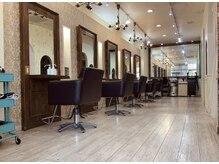 ヘアアンドメイクグラチア(HAIR and MAKE GRATIAE)の雰囲気(白を基調とした清潔感のある店内はオシャレで居心地の良い空間☆)