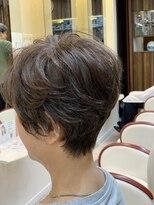50代60代 くせ毛ふんわりボリューム前下がりハンサムショート