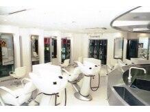 タヤ 万代シテイビルボードプレイス店(TAYA)の雰囲気(白を基調とした清潔感溢れる店内で、じっくりとカウンセリング♪)