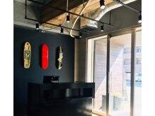 ゴルディロックス(Goldilocks)の雰囲気(大きな窓から差し込む光が開放的な空間です)