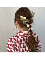 紐のヘアセットダウンスタイル