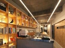 ティエーラ(TIERRA)の雰囲気(サロン併設のcafe&bar)