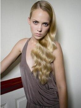 ワンエイティーディグリース(180°One Eighty Degrees.)の写真/乾かすだけで、ブローしたようなツヤ髪になる[Blow-upトリートメント]!!髪本来のやわらか,もっちりヘアに♪