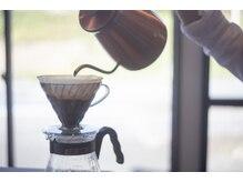 アオゾラ(Aozora)の雰囲気(こだわりのコーヒーやフレーバーティーでお寛ぎ下さい(^^))