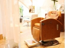 理容室 テンスタイル(10Style)の雰囲気(ガラスウォールとカーテンが演出するプライベート空間。)