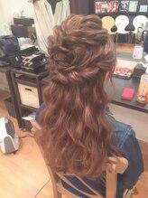 ヘアメイクサロン ビュートピア(hairmake salon Beautopia)編み込みハーフアップ